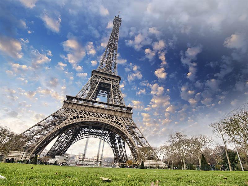 Париж - город пафоса и витражей