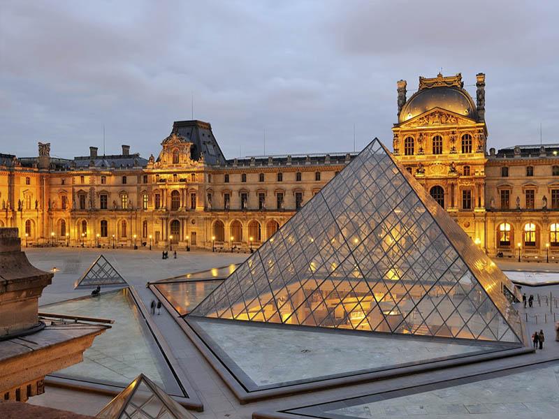 Париж – город пафоса и витражей