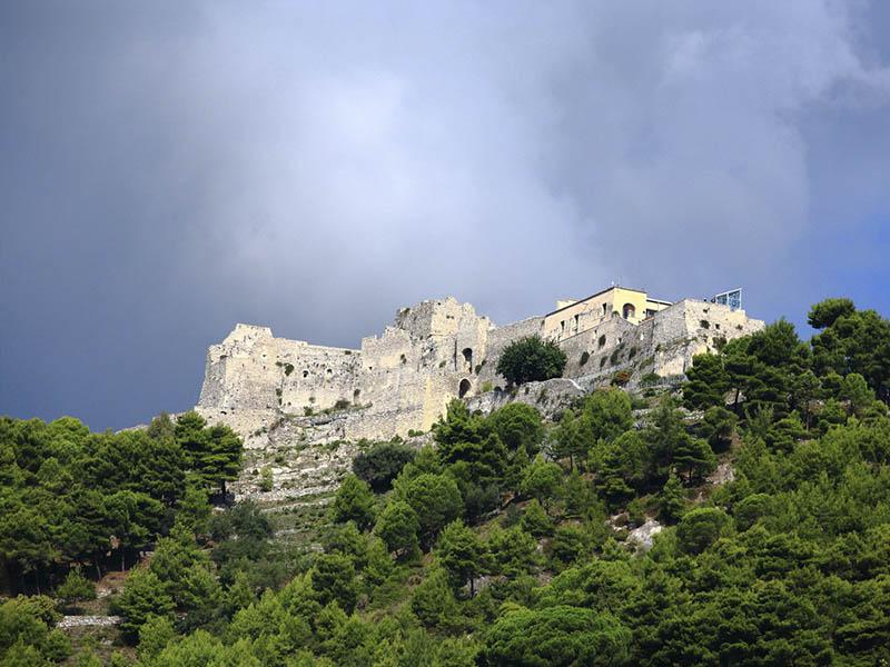 Достопримечательность города Салерно: Замок Ареки
