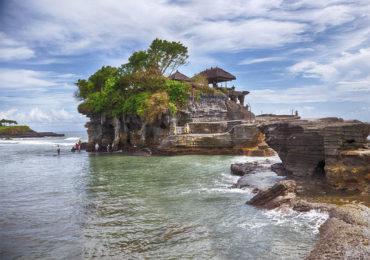Достопримечательность Индонезии: храм Танах Лот